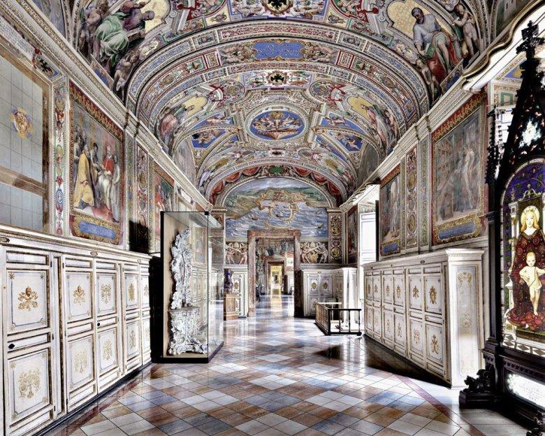 Copyright: Massimo Listri / TASCHEN - Biblioteca Apostolica Vaticana, Rome, Italy
