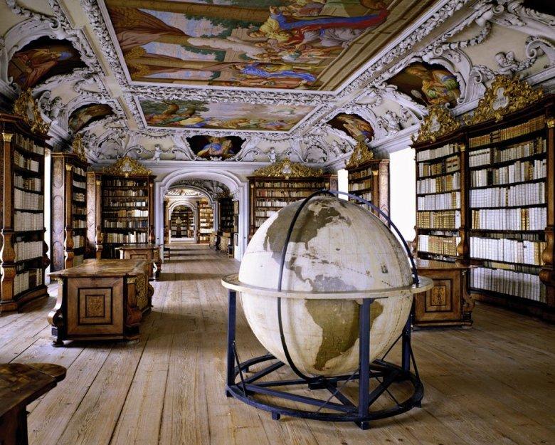 Stiftsbibliothek Kremsmünster, Kremsmünster, Austria | ©: Massimo Listri /TASCHEN