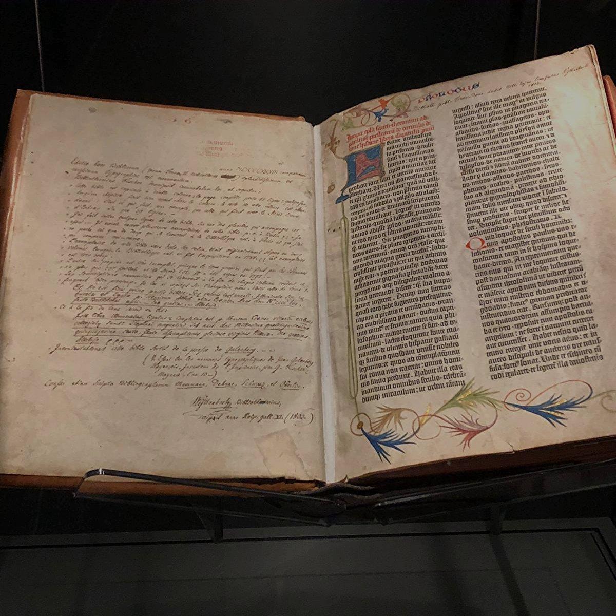 die Gutenberg-Bibelist das erste mit beweglichen Lettern gedruckte Buch der westlichen Welt.