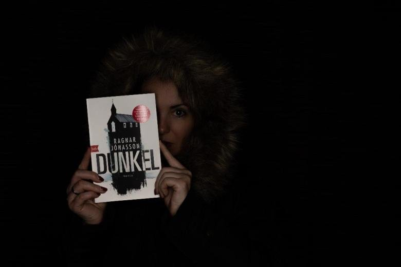 Ragnar Jónasson | DUNKEL (HULDA Trilogie 1) | Bücherkaffee, Alexandra Stiller